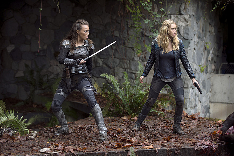The-100-season-2-episode-10-Clarke-Lexa-enemy